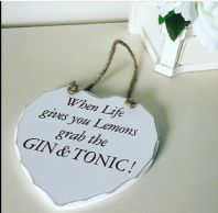 STYLISH SHABBY CHIC WHITE WOODEN HANGING HEART PLAQUE - 'GIN & TONIC!'